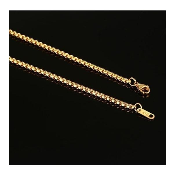 collier mis par un homme