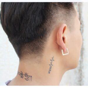 Boucle d'oreille homme carré