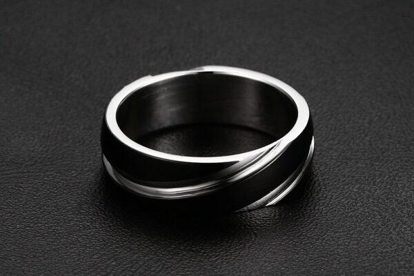 Bague homme couleur noir et argent