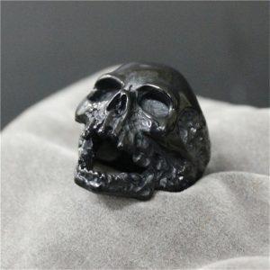 Bague tete de mort couleur noir