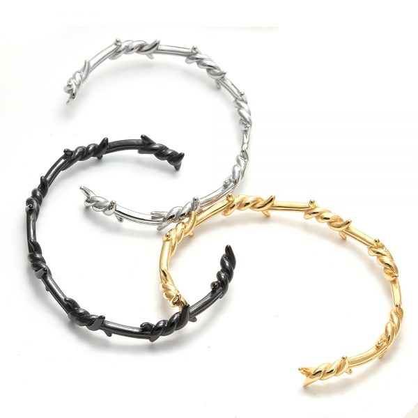 Bracelet avec du barbelé