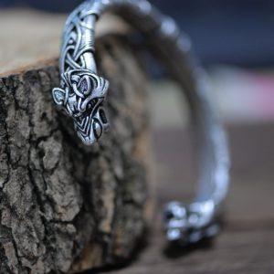 Bracelet jonc dans un style viking