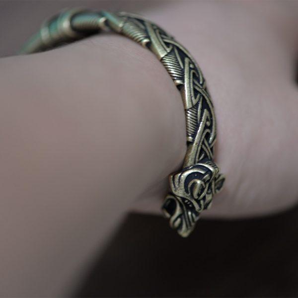 Bracelet jonc viking avec loups