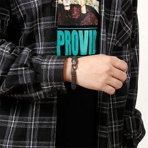 Bracelet serpent diamant au poignet