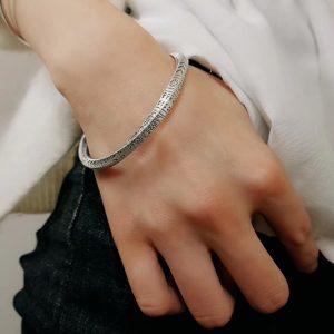 Bracelet viking argent au poignet